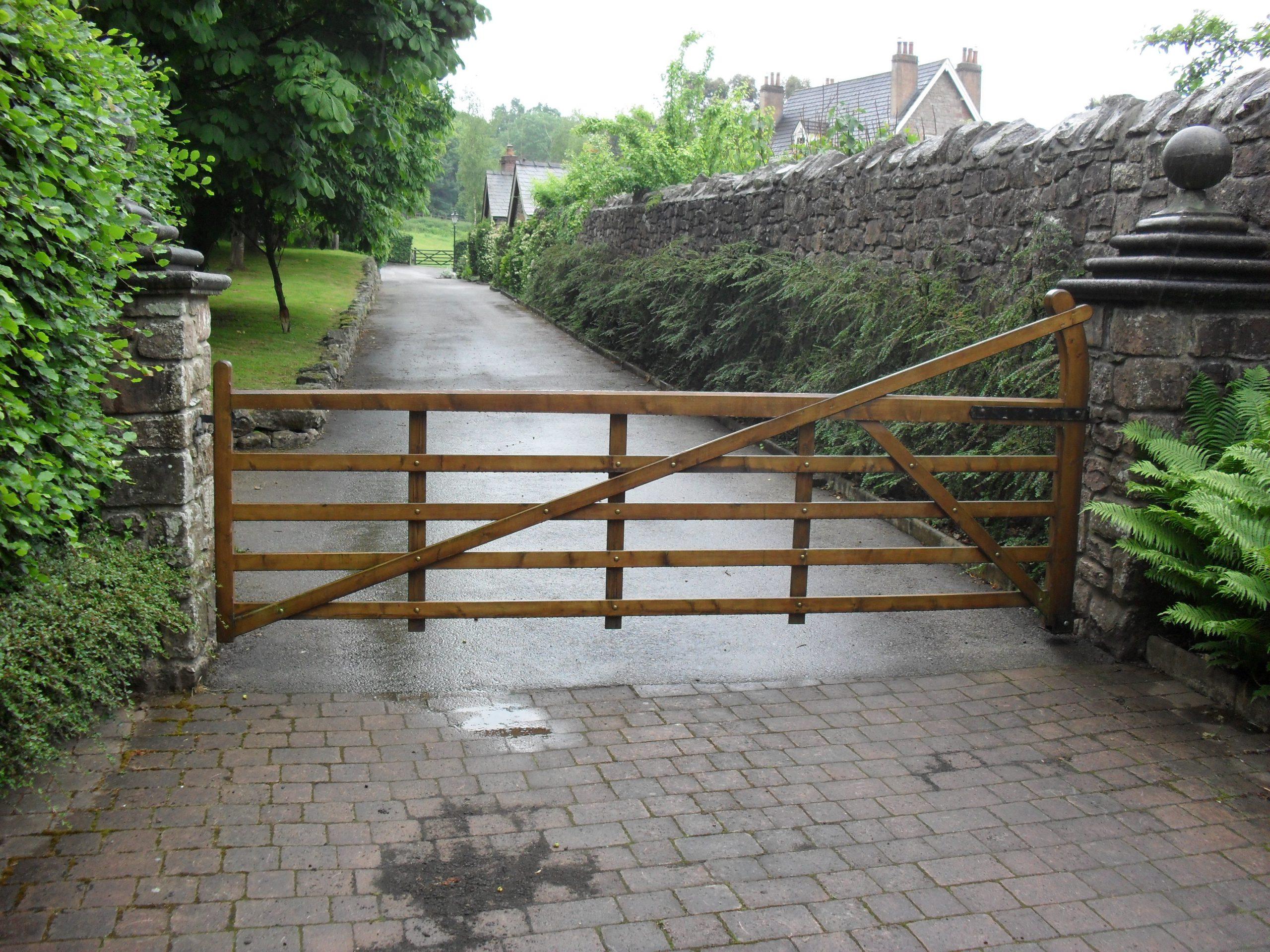 Wooden gates - TPS Electric Gates