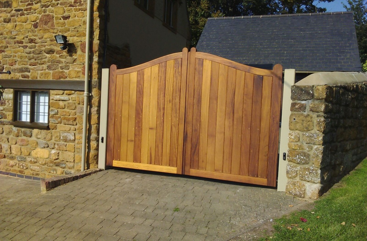 Wooden Gates 136 - TPS Electric Gates