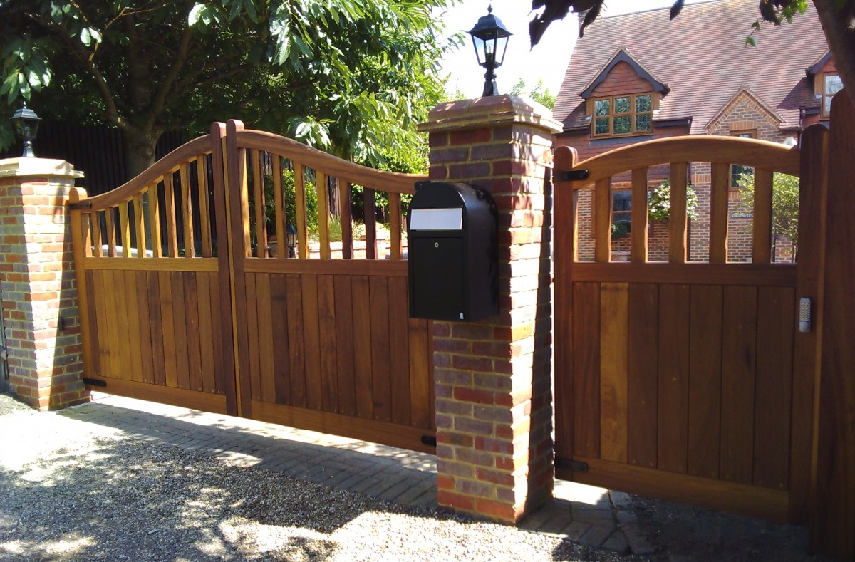 Wooden Gates 131 - TPS Electric Gates