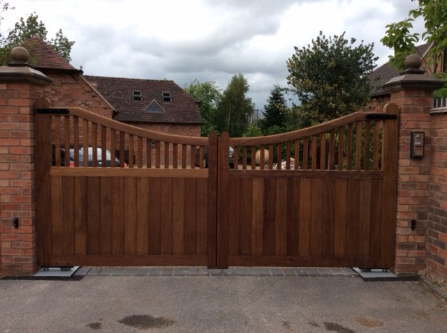 Wooden Gates 130 - TPS Electric Gates