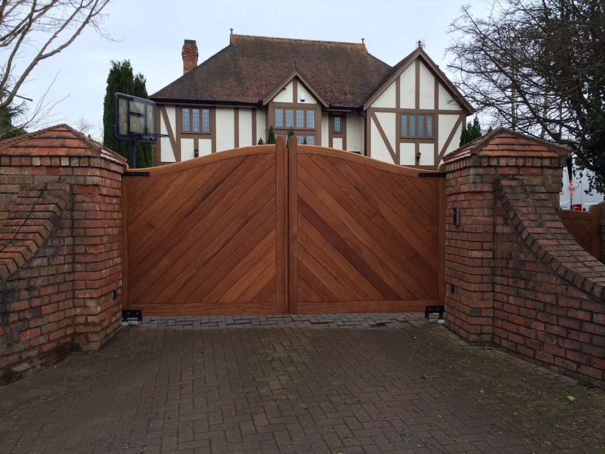 Wooden Gates 129 - TPS Electric Gates