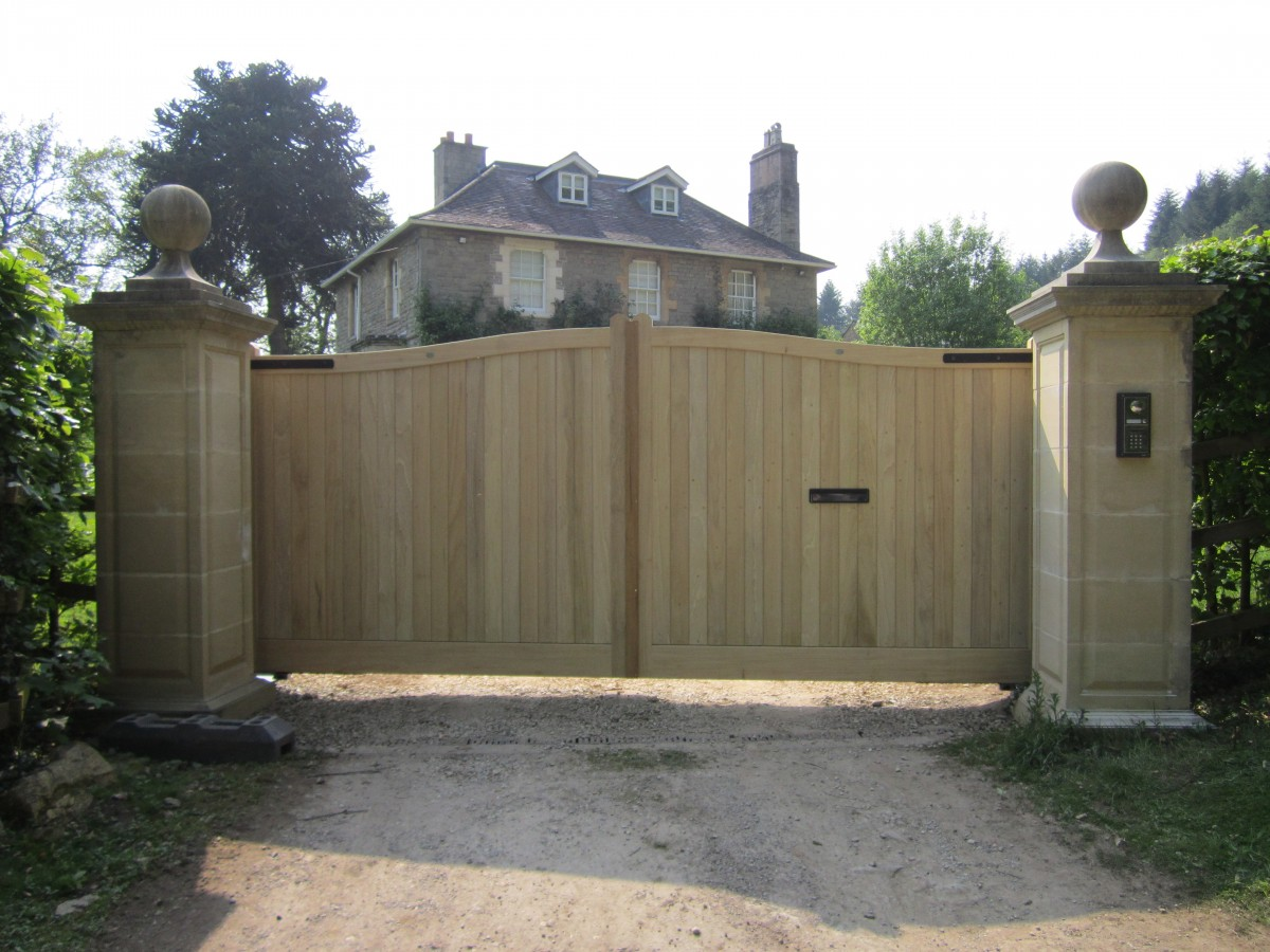 Wooden Gates 128 - TPS Electric Gates