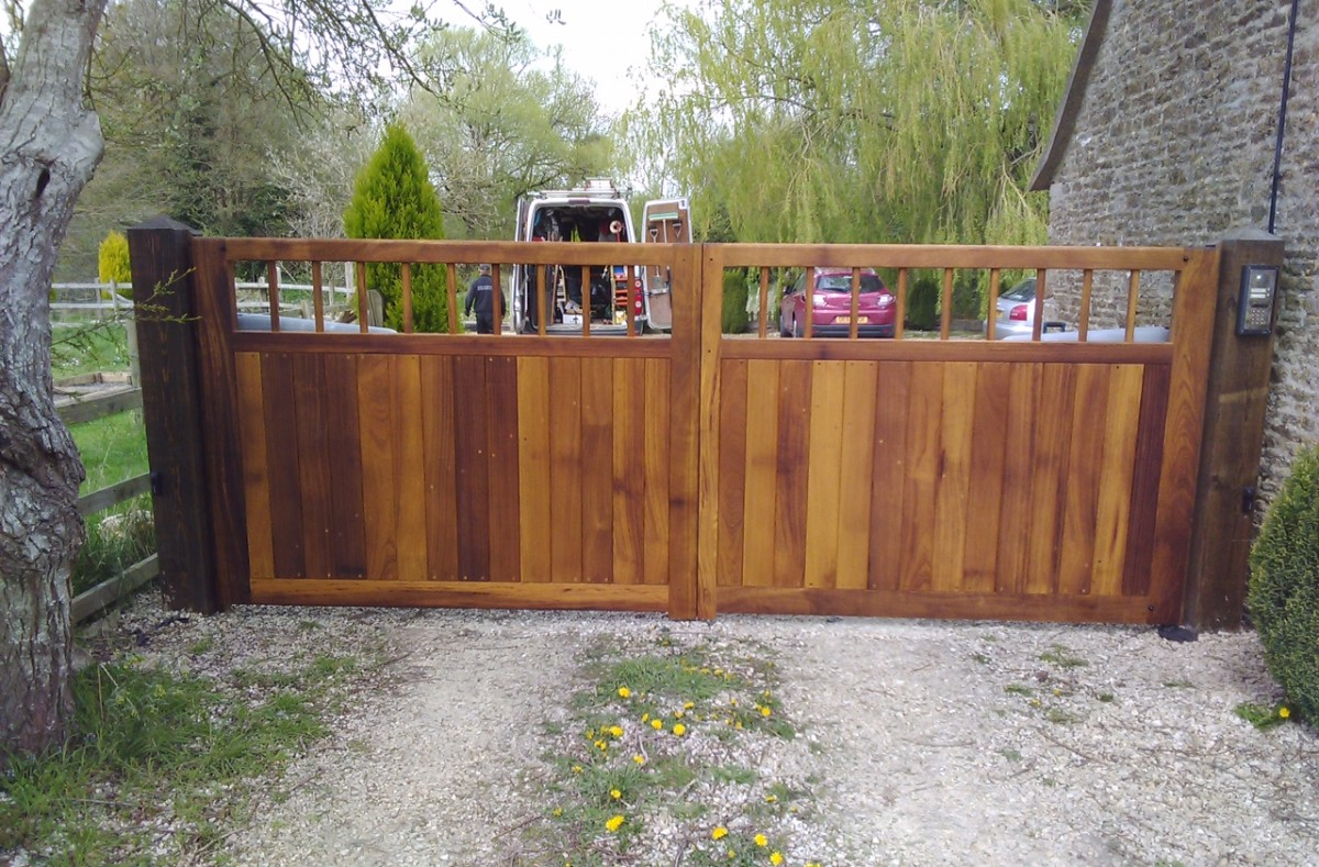 Wooden Gates 60 - TPS Electric Gates