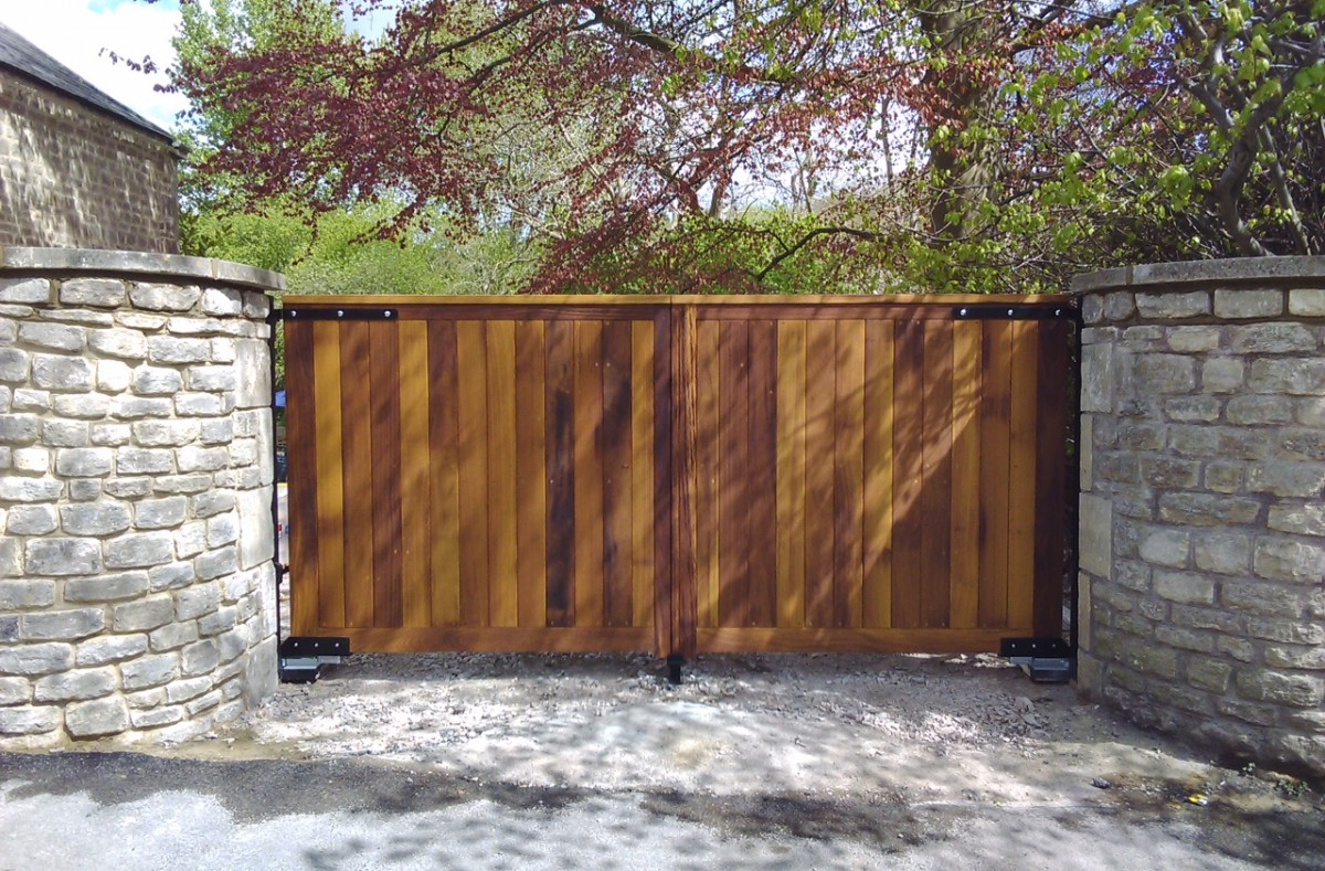Wooden Gates 120 - TPS Electric Gates