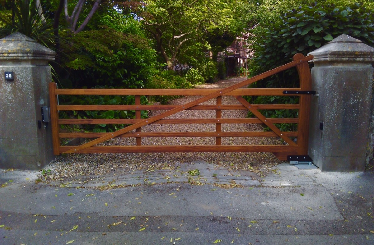 Wooden Gates 118 - TPS Electric Gates