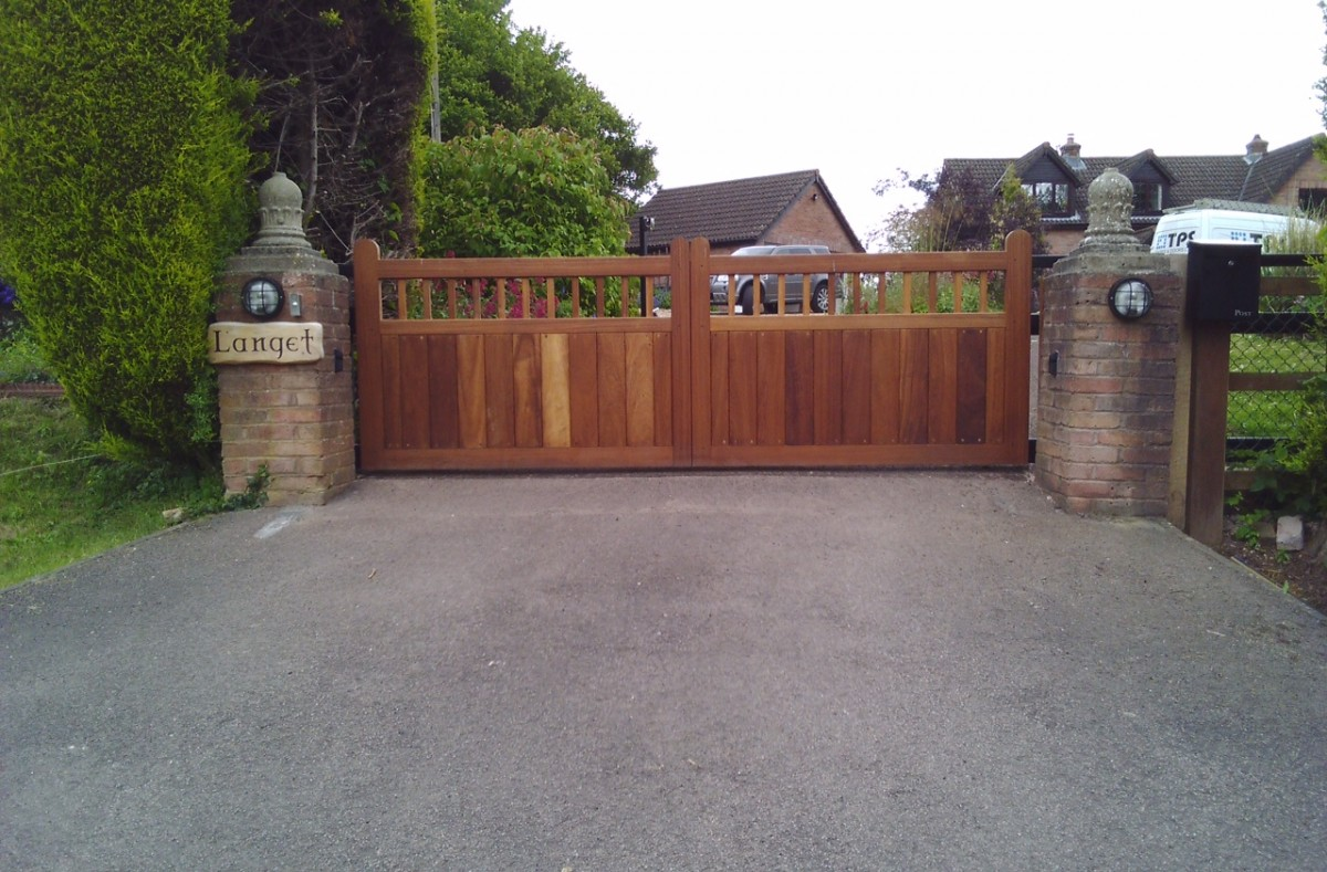 Wooden Gates 116 - TPS Electric Gates