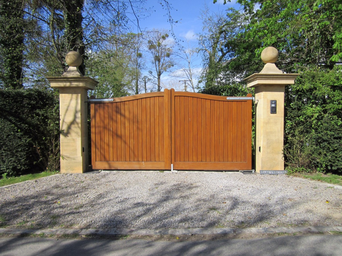 Wooden Gates 110 - TPS Electric Gates