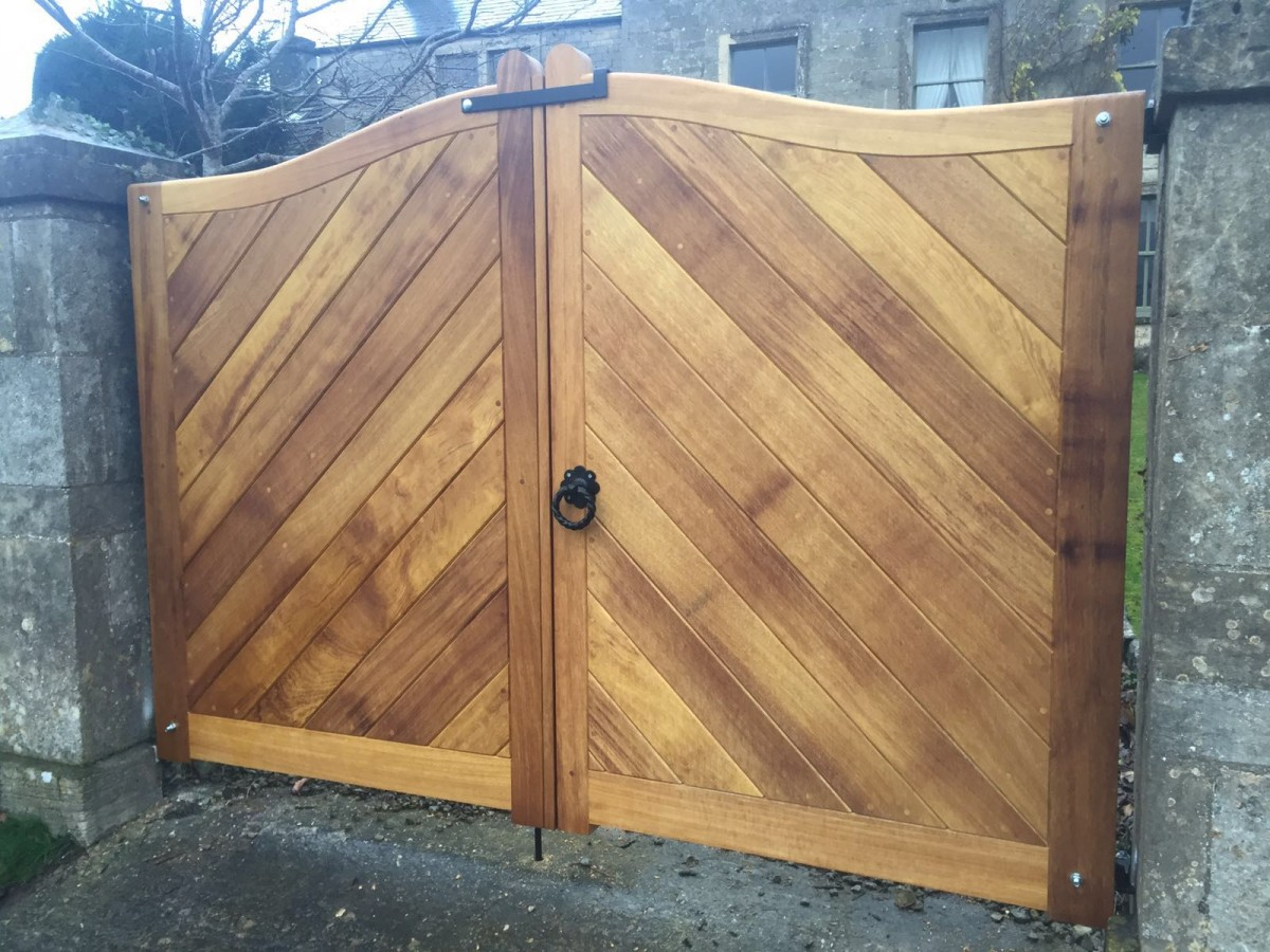 Wooden Gates 105 - TPS Electric Gates