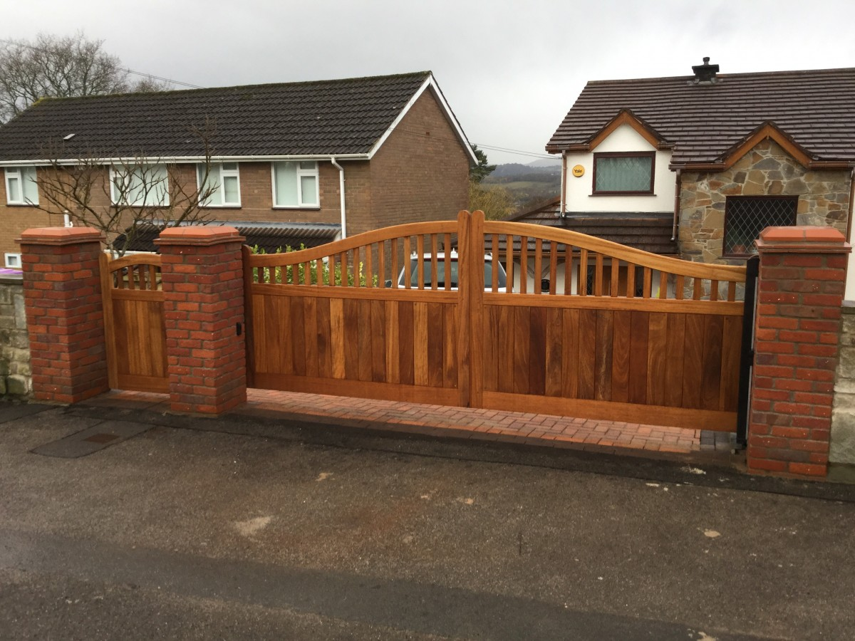 Wooden Gates 104 - TPS Electric Gates