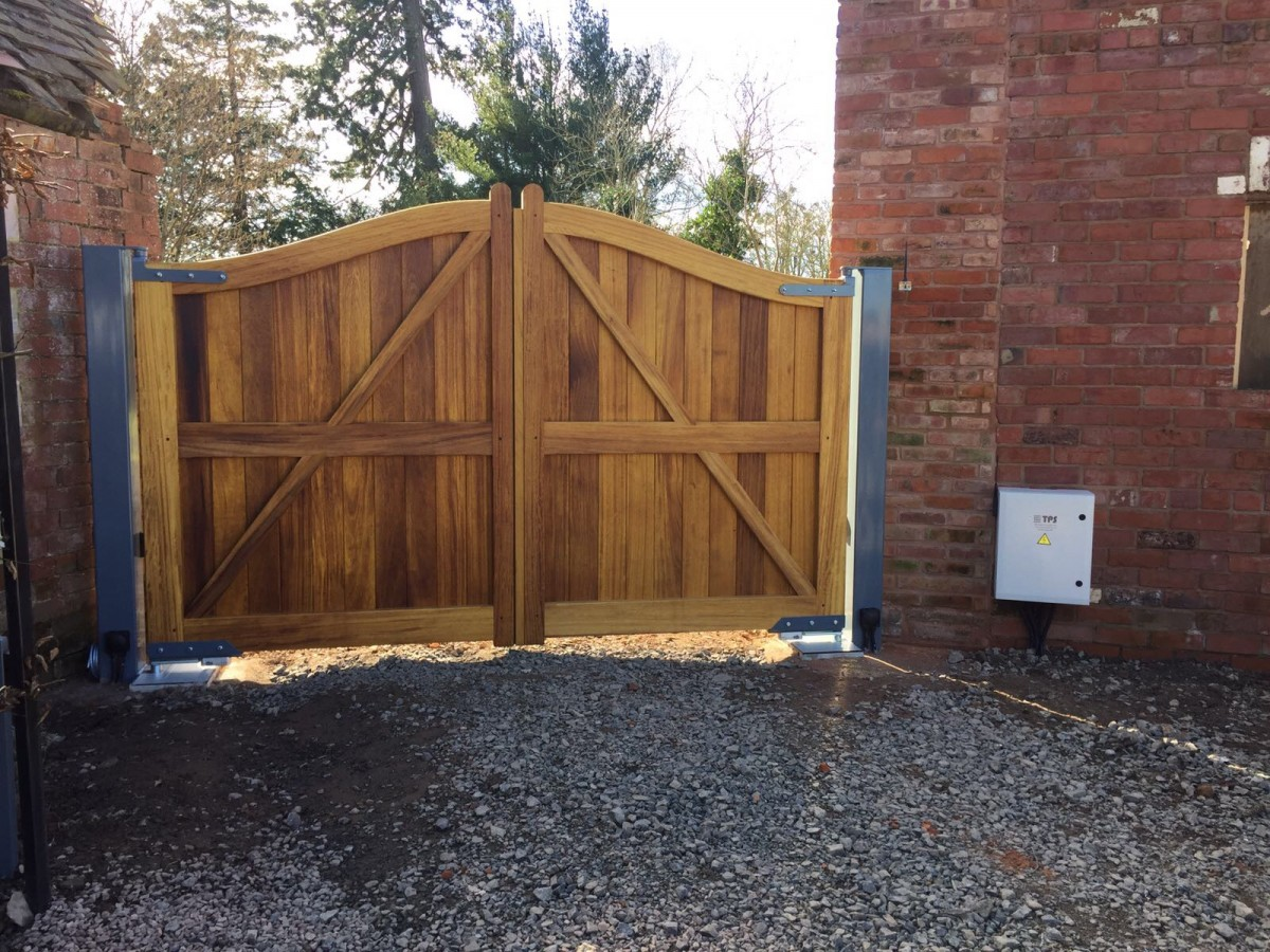 Wooden Gates 103 - TPS Electric Gates