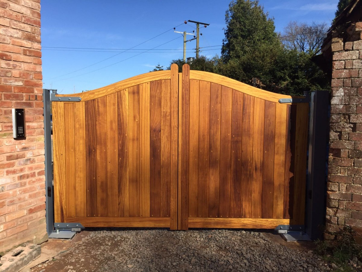 Wooden Gates 102 - TPS Electric Gates
