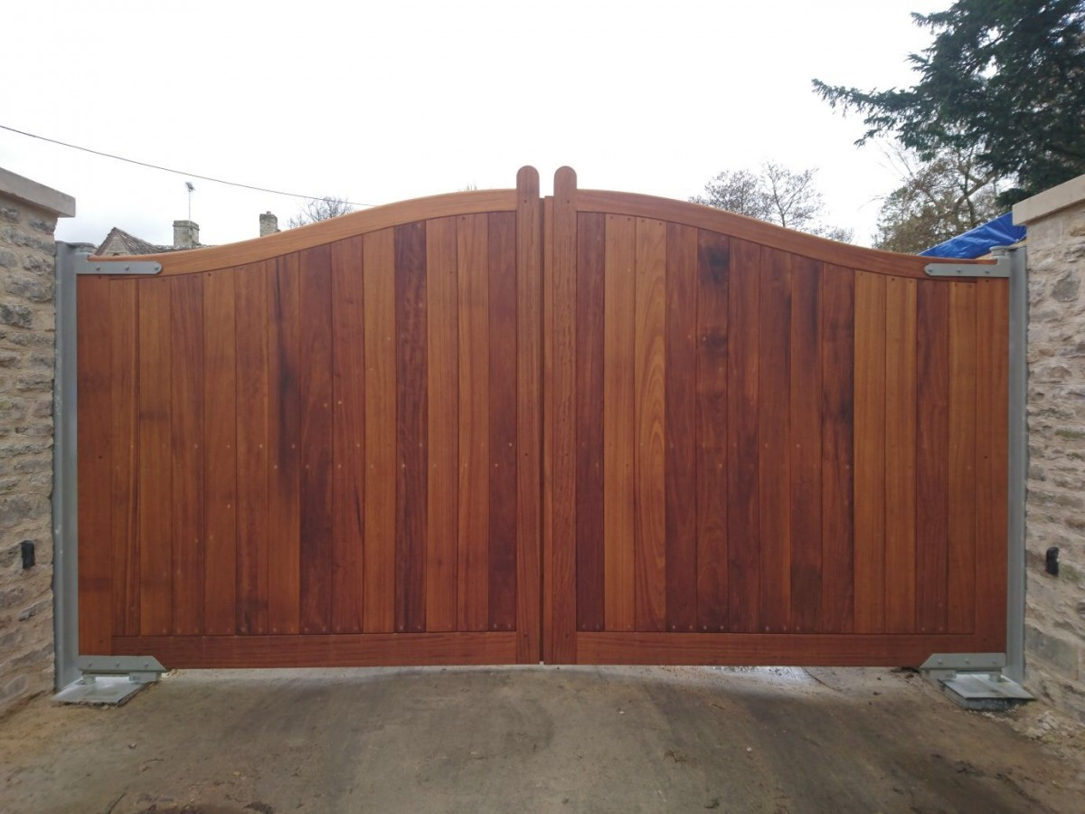Wooden Gates 100 - TPS Electric Gates