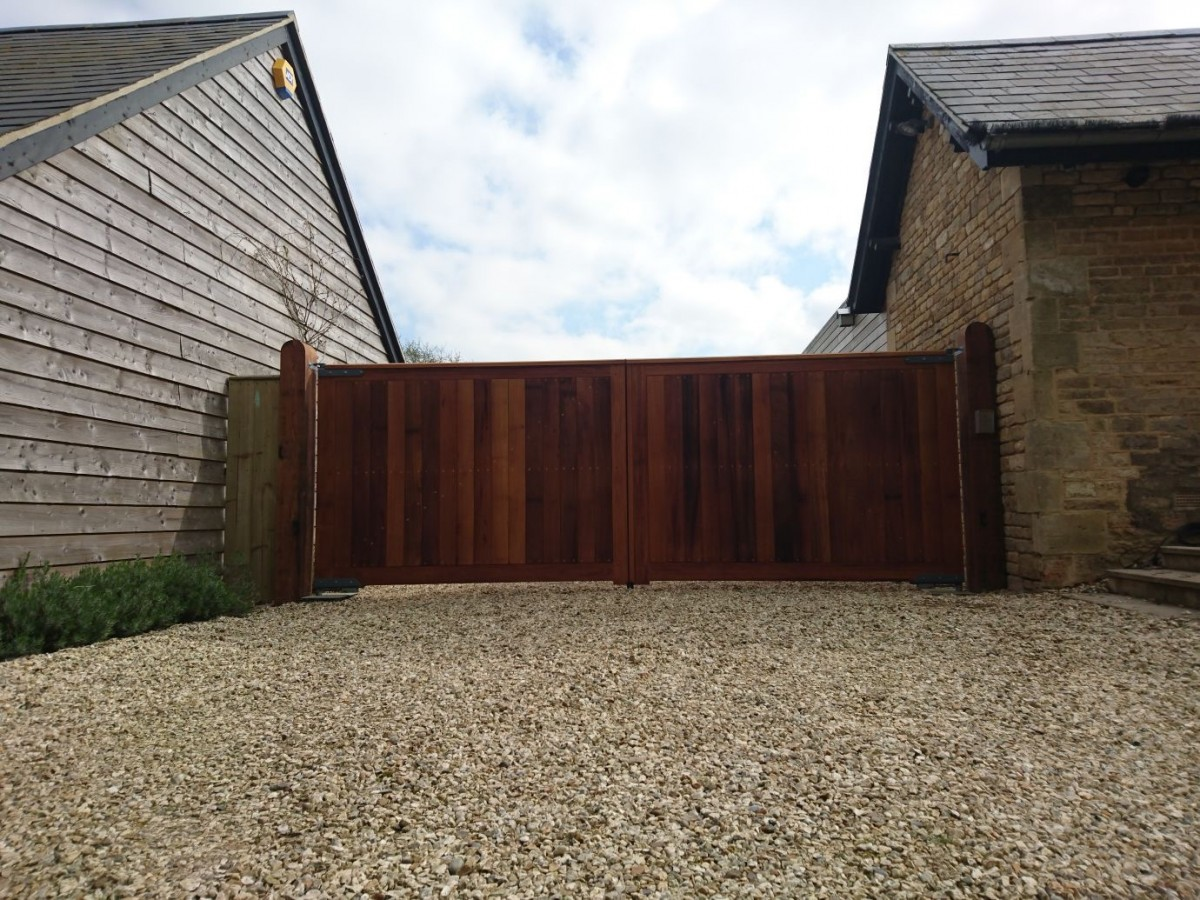 Wooden Gates 98 - TPS Electric Gates