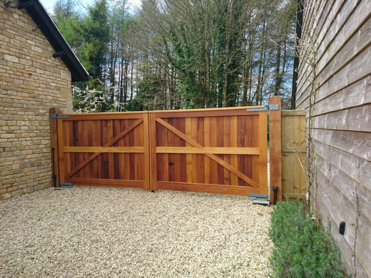 Wooden Gates 97 - TPS Electric Gates