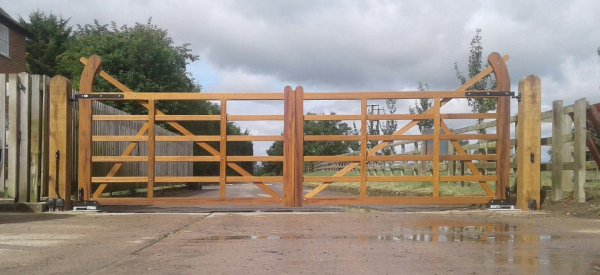 Wooden Gates 95 - TPS Electric Gates