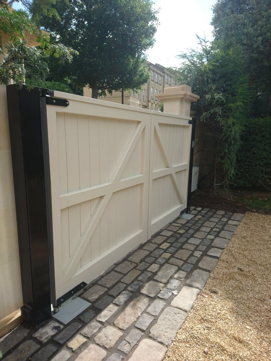 Wooden Gates 93 - TPS Electric Gates