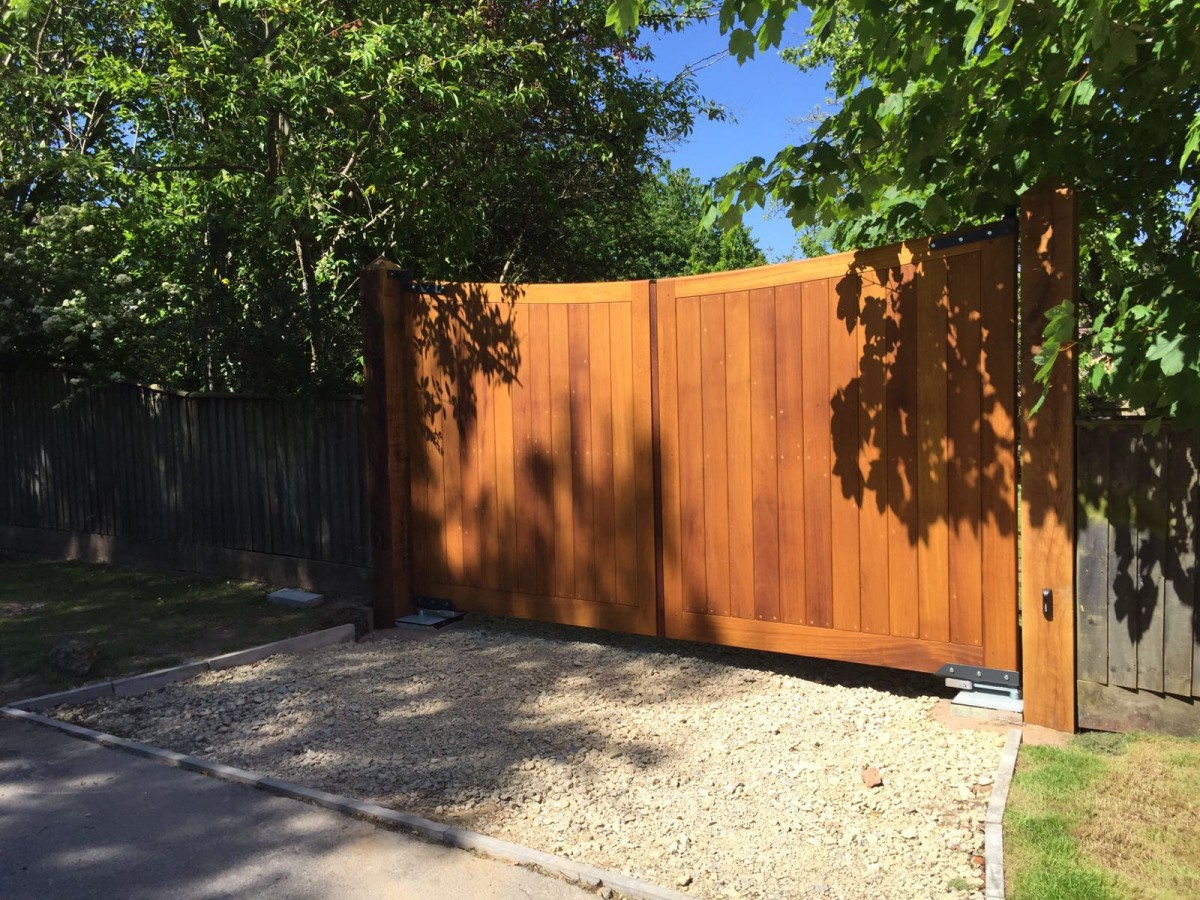 Wooden Gates 25 - TPS Electric Gates