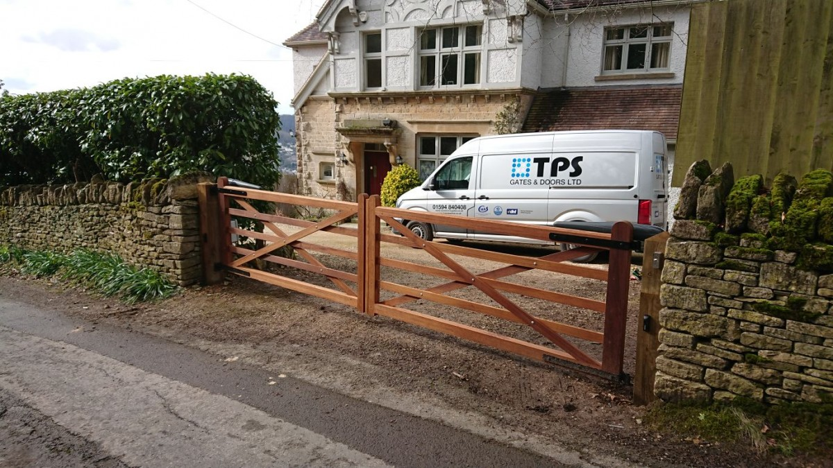 Wooden Gates 88 - TPS Electric Gates