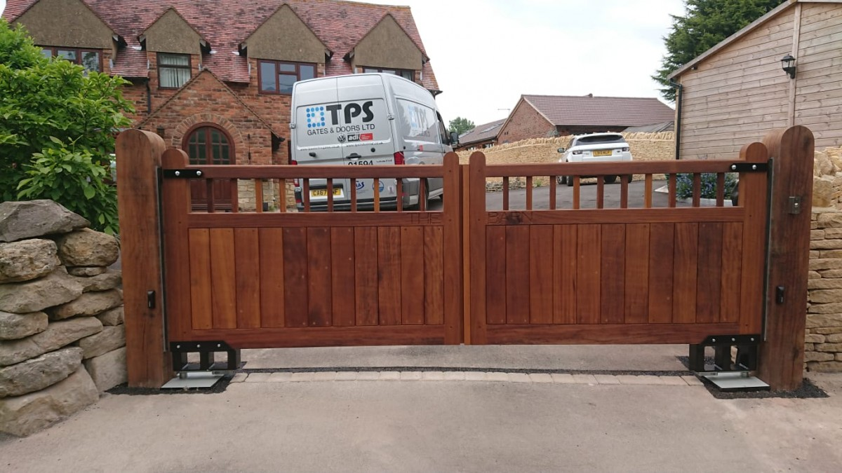 Wooden Gates 84 - TPS Electric Gates