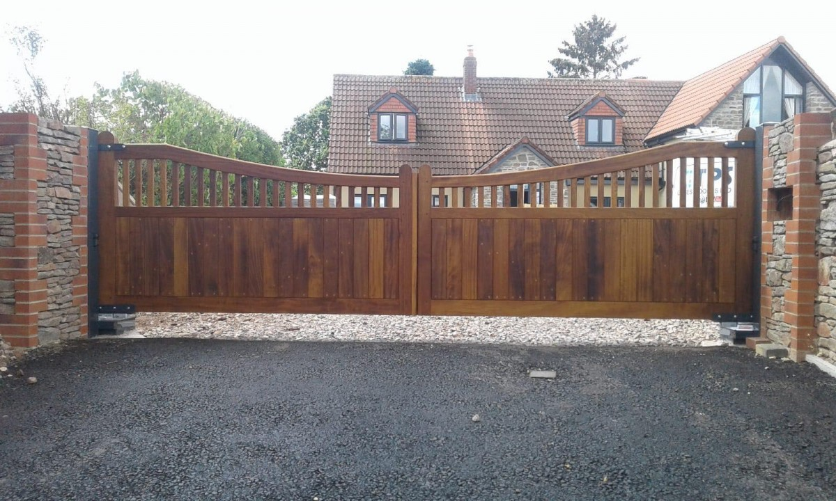 Wooden Gates 75 - TPS Electric Gates