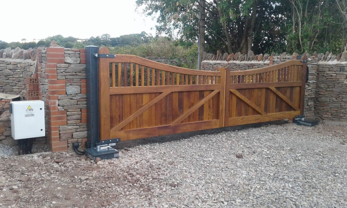 Wooden Gates 4 | TPS Electric Gates